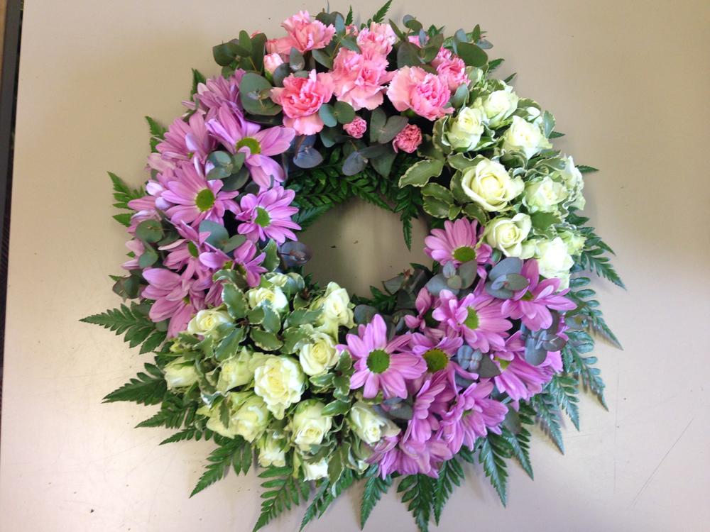 Hearts & Wreaths 25